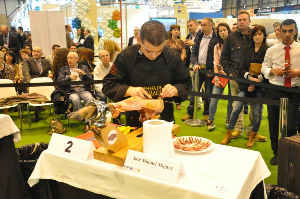 José Manuel Míguez ganador del Concurso de Cortadores de Jamón Dehesa de Extremadura en el Salón de Gourmets.