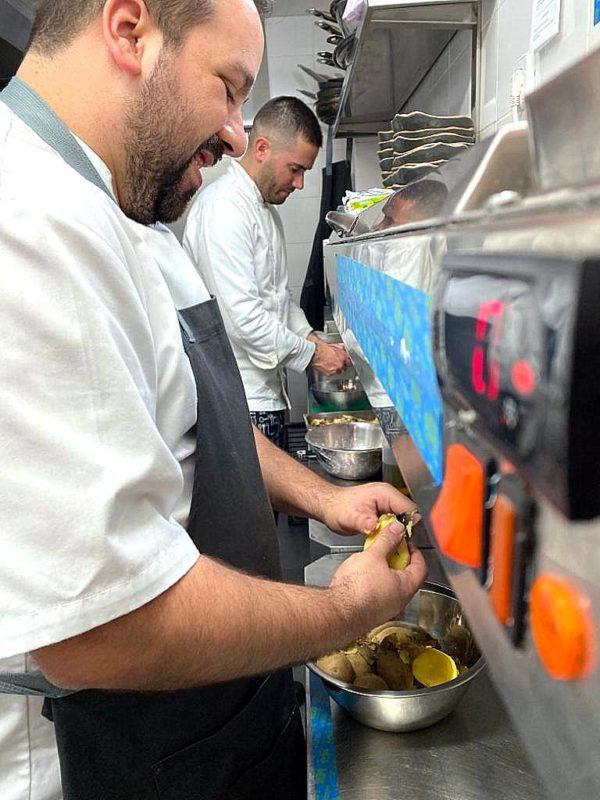 Luis Vivas, chef y propietario del restaurante Janoko, venezolano en Madrid.